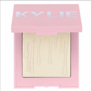 Kylie cosmetics highlighter makeup pallet